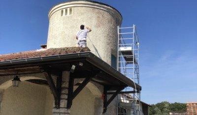 Ravalement de peinture de façade de maison à Montluel